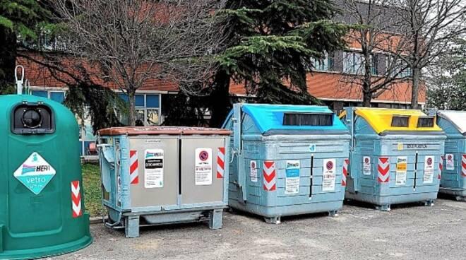 Un'isola ecologica di Hera per la raccolta differenziata dei rifiuti