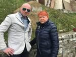 Il Segretario Provinciale SAP Tiziano Scarpellini e il Sindaco di Montefiore Conca Valli Cipriani davanti alla stele distrutta