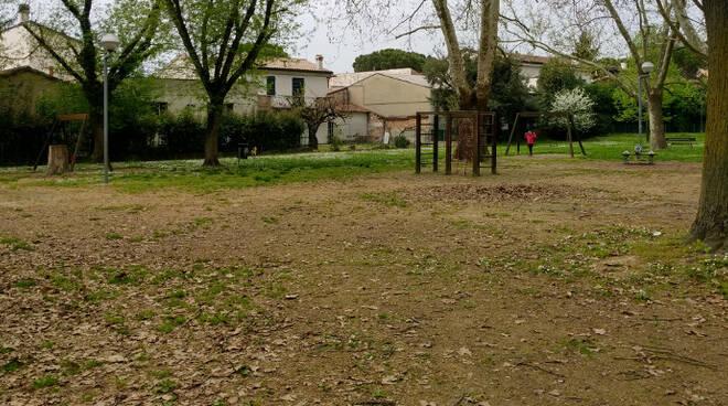 La desolazione del parco Gugu in via Augusta Rasponi, borgo San Biagio