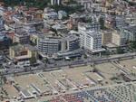 Uno scatto dall'alto della riviera romagnola di Rimini