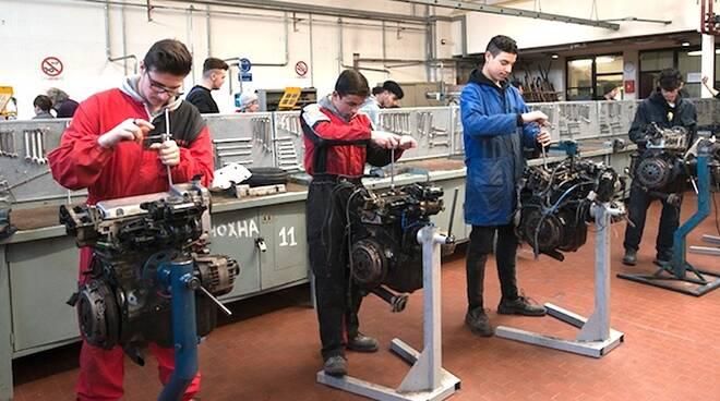 Alcuni studenti della Scuola Arti e Mestieri Angelo Pescarini di Ravenna