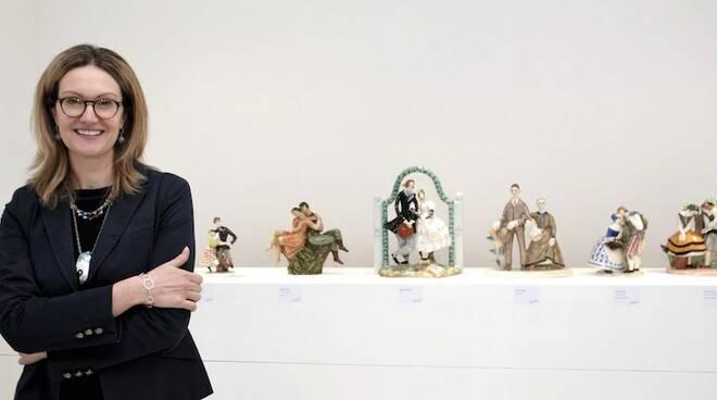 Claudia Casali con alcuni pezzi della collezione Lenci
