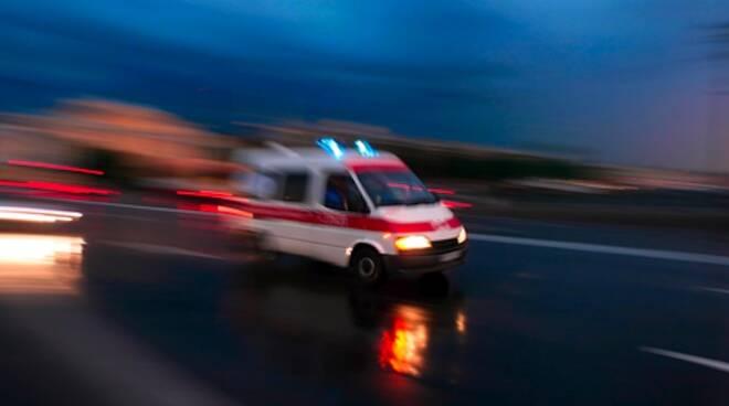 Sul luogo dell'incidente il personale del 118 è intervenuto con 3 autoambulanze e un'auto-medicalizzata (foto d'archivio)