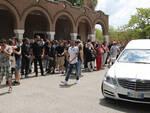 Un momento della cerimonia funebre di Lorenzo Bianchini
