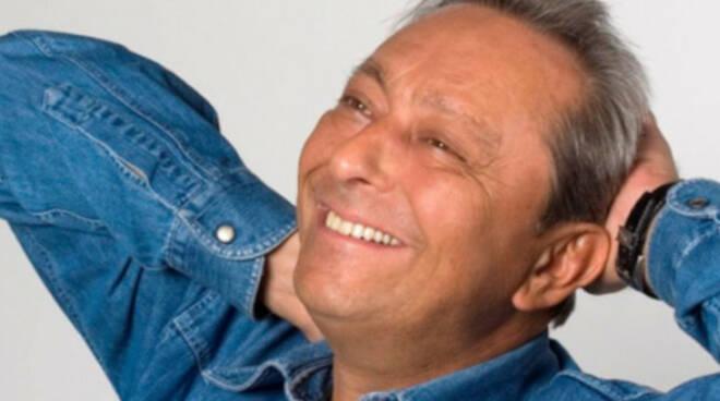 Duilio Pizzocchi. Foto tratta dal sito web ufficiale del cabarettista