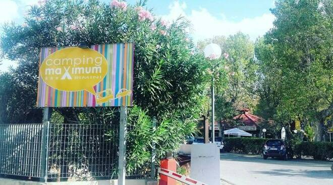 L'ingresso del camping Maximum a Miramare (foto di archivio)