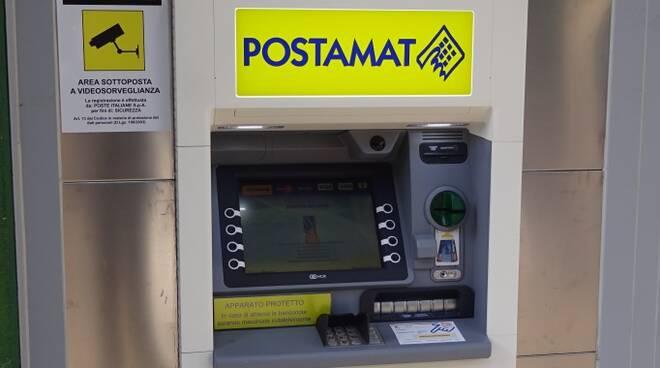 Lo sportello automatico di nuova generazione attivato presso l'ufficio postale di Bagno di Romagna (foto Poste Italiane)