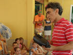 Roberto Papetti con i bambini al Lido