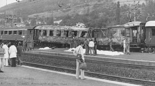 Un'immagine del treno Italicus devastato da un attentato nel 1974: tra le vittime il ferroviere forlivese Silver Sirotti