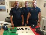 I Carabinieri di Riccione con gli oggetti ritrovati