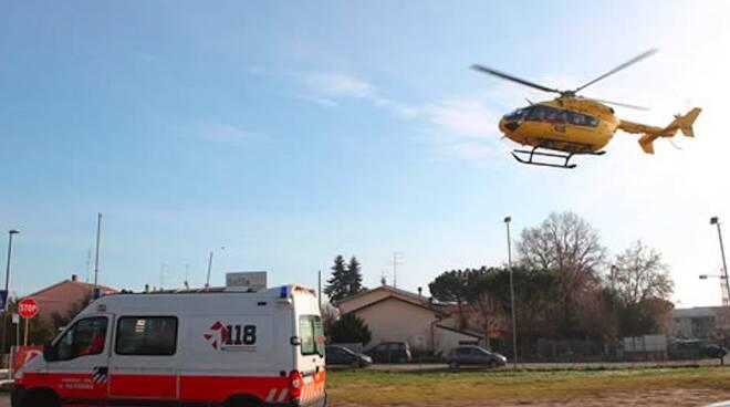 Il personale del 118 è intervenuto con l'elisoccorso e un'ambulanza (foto di archivio)