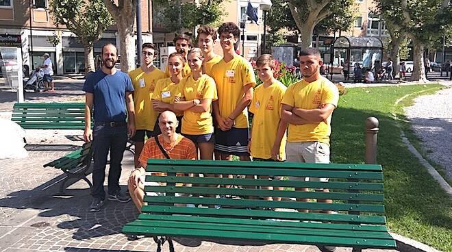 Le magliette gialle in Piazza Anita Garibaldi