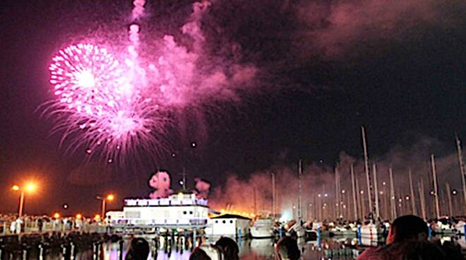 Lo spettacolo pirotecnico che chiude la Festa del Mare (foto di repertorio)
