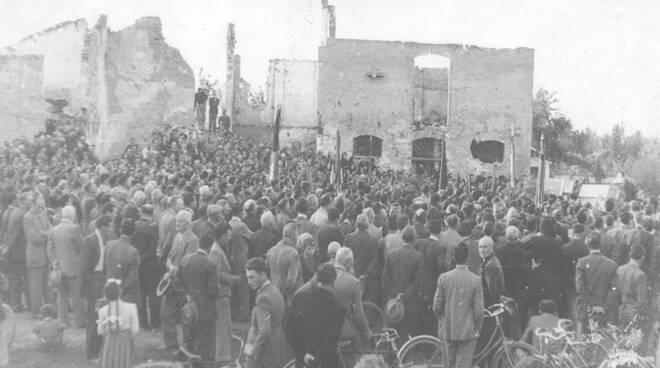 Commemorazione alla Casa Baffè-Foletti nei primi anni del dopoguerra