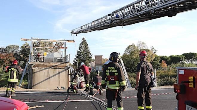Un'immagine dei momenti successivi al crollo del ponte a San Bartolo