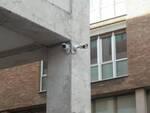 Le telecamere installate sotto ai portici della Scuola media Guido Novello