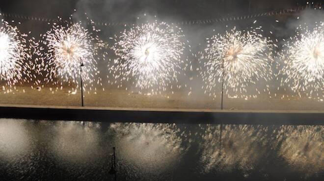 """Big Bang Capodanno sotto la Torre"": grandi fuochi d'artificio a Cervia"