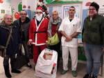 Il gruppo dei volontari de Il Mare di Filippo con il coordinatore infermieristico Flavio Fortunato