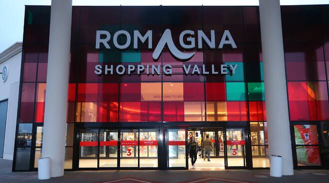 L'ingresso del Romagna Shopping Valley di Savignano (foto d'archivio)