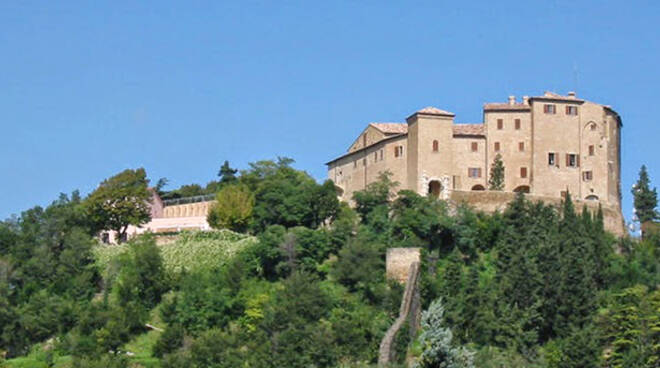 Una vista della Rocca di Bertinoro, dove ha sede il CEUB (foto d'archivio)