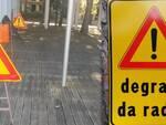 """Alcuni dei cartelli di segnalazione del pericolo """"degrado da radici"""""""