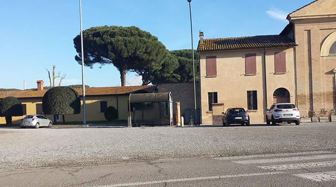 L'unica fermata bus al cimitero di Ravenna
