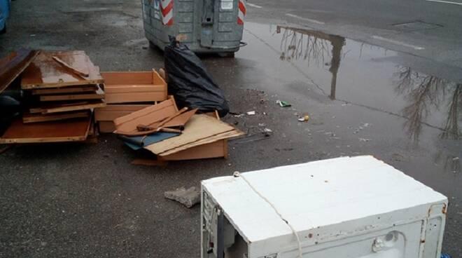 Alcuni dei rifiuti abbandonati