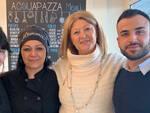 Alessandra Bagnara di Linea Rosa con i titolari di Acquapazza