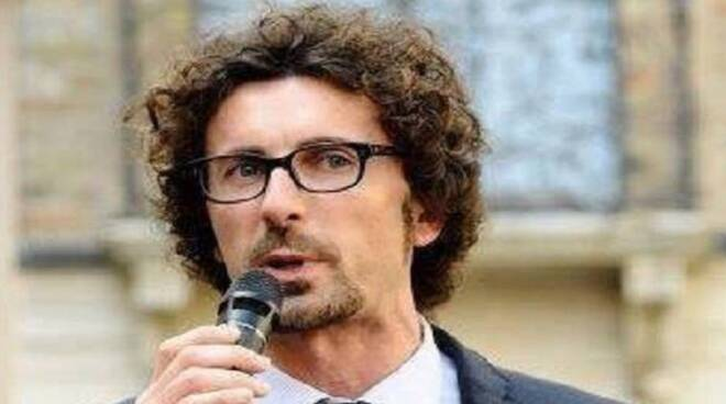 Danilo Toninelli (foto tratta dalla pagina Facebook del Ministro)