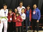 Il gruppo di atleti e lo staff del Taekwondo Ravenna