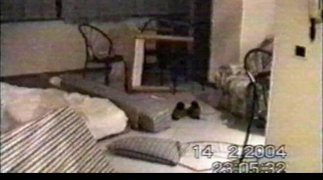 La stanza del residence Le Rose dove venne trovato il corpo di Marco Pantani (ripresa video delle forze dell'ordine)