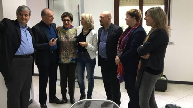 Un momento della visita della delegazione della Regione, guidata dall'assessore alle Attività Produttive Palma Costi