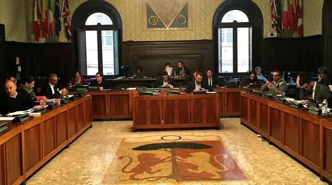 Una seduta del consiglio comunale (foto d'archivio)