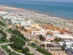 Una veduta panoramica della spiaggia di Riccione (foto d'archivio)