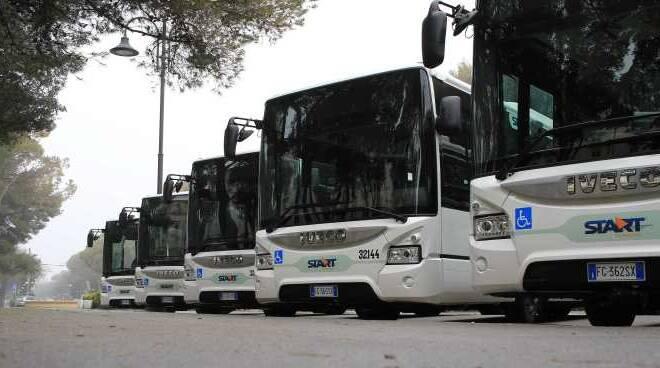 Alcuni autobus Start Romagna (foto di archivio)