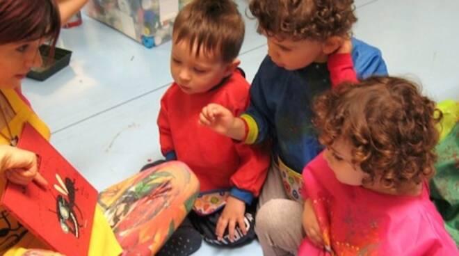 Anna Maria Taroni durante un laboratorio per bambini