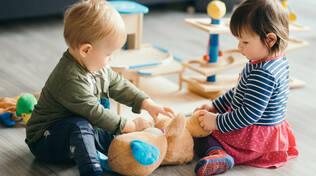 Bambini di asilo nido. Foto di repertorio