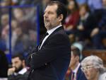 Coach Andrea Mazzon impegnato a dirigere la squadra. Foto Basket Ravenna