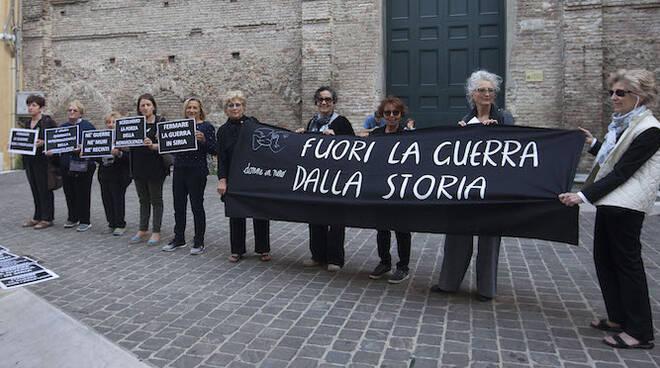 Foto di repertorio, Donne in Nero manifestano a Ravenna