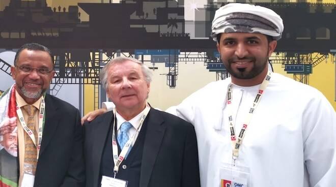 Giannantonio Mingozzi in visita allo stand dell'Oman durante l'OMC