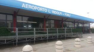 L'aeroporto Ridolfi di Forlì (foto d'archivio)
