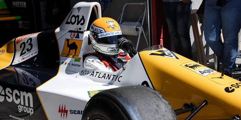 Piero Martini esce dal box con la sua Minardi. Foto e galleria Bucci