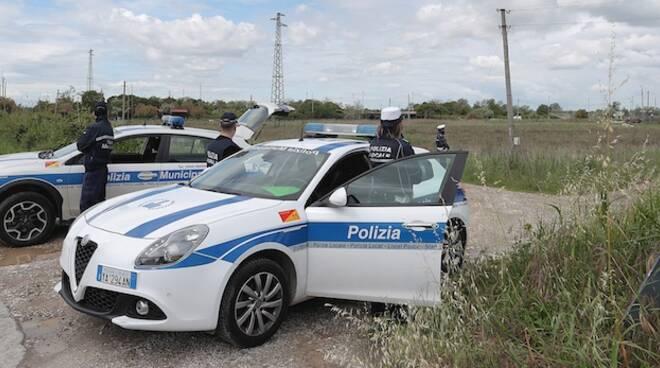 I controlli della Polizia locale alla Pialassa Piomboni