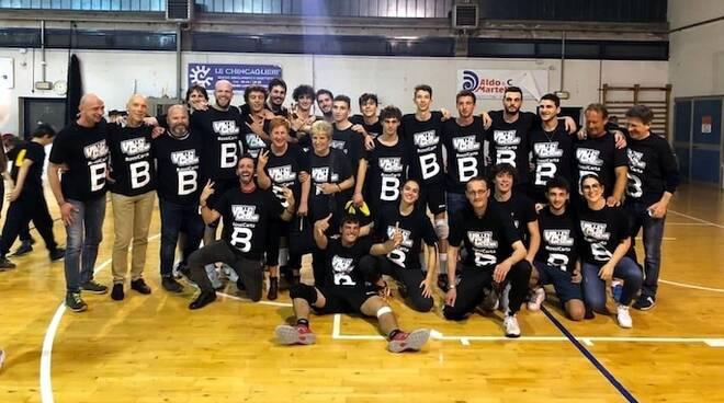Il Volley club Cesena dopo la vittoria che vale la serie B