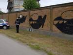 """La Polizia Locale nei pressi del murale a """"tema marino"""""""