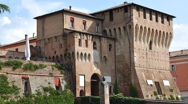 La Rocca di Lugo che ha retto, simbolicamente, all'assalto del centrodestra anche questa volta