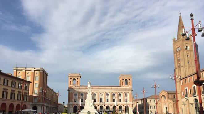 Piazza Della Misura Forli.Forli Continua In Piazza Saffi La Rassegna Piazze D Estate