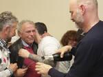Un Massimo Medri visibilmente commosso festeggia con i suoi sostenitori