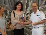 Consegna della medaglia da parte del comandante Pietro Ruberto