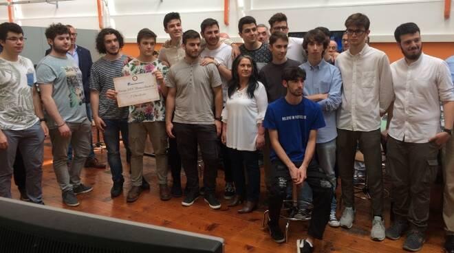 Foto di gruppo per gli studenti dell'Istituto Tecnico Tecnologico Statale che hanno partecipato al concorso